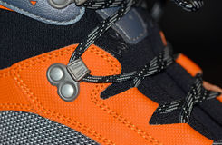 Κινηματογράφηση σε πρώτο πλάνο μποτών πεζοπορίας με τις δαντέλλες παπουτσιών Στοκ εικόνες με δικαίωμα ελεύθερης χρήσης
