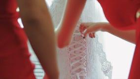 Κινηματογράφηση σε πρώτο πλάνο νυφών φορεμάτων παράνυμφων απόθεμα βίντεο