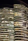 Κινηματογράφηση σε πρώτο πλάνο νύχτας πύργων αρχής επένδυσης του Αμπού Ντάμπι Στοκ φωτογραφίες με δικαίωμα ελεύθερης χρήσης
