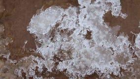 Κινηματογράφηση σε πρώτο πλάνο πάγου και νερού φιλμ μικρού μήκους