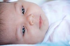 Κινηματογράφηση σε πρώτο πλάνο προσώπου μωρών, με την εκλεκτική εστίαση Στοκ εικόνες με δικαίωμα ελεύθερης χρήσης