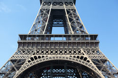Κινηματογράφηση σε πρώτο πλάνο πρώτων ορόφων μέσων τμημάτων του Παρισιού Γαλλία πύργων του Άιφελ Στοκ Εικόνες