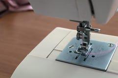 Κινηματογράφηση σε πρώτο πλάνο ράβοντας μηχανών Στοκ φωτογραφία με δικαίωμα ελεύθερης χρήσης