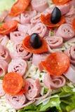 Κινηματογράφηση σε πρώτο πλάνο σαλάτας Antipasto Στοκ Εικόνες