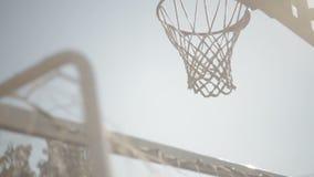 Κινηματογράφηση σε πρώτο πλάνο στεφανών καλαθοσφαίρισης απόθεμα βίντεο