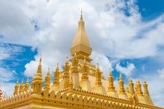 Κινηματογράφηση σε πρώτο πλάνο στην αρχαία χρυσή παγόδα ηλικίας πάνω από 400 έτη σε Vientiane, ΛΑΟΣ Pha που Luang Στοκ Εικόνες