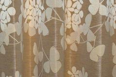 Κινηματογράφηση σε πρώτο πλάνο στην ομάδα λουλουδιού στο μπεζ υπόβαθρο υφάσματος Στοκ Εικόνα