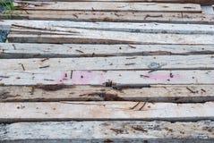 Κινηματογράφηση σε πρώτο πλάνο στην παλαιά ξύλινη παλέτα με το σκουριασμένο υπόβαθρο καρφιών Στοκ φωτογραφία με δικαίωμα ελεύθερης χρήσης