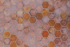 Κινηματογράφηση σε πρώτο πλάνο στο ηλικίας Hexagon διαμορφωμένο υπόβαθρο κεραμιδιών πατωμάτων Στοκ φωτογραφίες με δικαίωμα ελεύθερης χρήσης