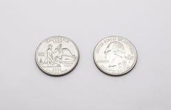 Κινηματογράφηση σε πρώτο πλάνο στο κρατικό σύμβολο Καλιφόρνιας στο νόμισμα δολαρίων τετάρτων στο άσπρο υπόβαθρο Στοκ φωτογραφία με δικαίωμα ελεύθερης χρήσης