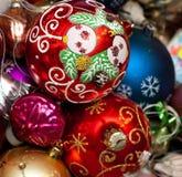 Κινηματογράφηση σε πρώτο πλάνο σφαιρών Χριστουγέννων Στοκ Εικόνες