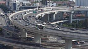 Κινηματογράφηση σε πρώτο πλάνο της αστικής overpass ανταλλαγής κυκλοφορίας, ορίζοντας της Σαγκάη, συσσωρευμένη οδός απόθεμα βίντεο