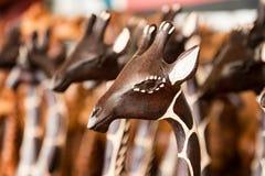 Κινηματογράφηση σε πρώτο πλάνο της γενικής αφρικανικής γλυπτικής giraffe Στοκ Εικόνες
