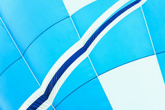 Κινηματογράφηση σε πρώτο πλάνο της ζωηρών σύστασης μπαλονιών ζεστού αέρα και του σχεδίου, μπλε-άσπρα χρώματα Με τη θέση για το κε Στοκ εικόνα με δικαίωμα ελεύθερης χρήσης