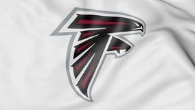 Κινηματογράφηση σε πρώτο πλάνο της κυματίζοντας σημαίας με το λογότυπο ομάδων αμερικανικού ποδοσφαίρου των Atlanta Falcons NFL, τ Στοκ φωτογραφία με δικαίωμα ελεύθερης χρήσης