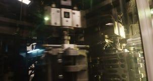 Κινηματογράφηση σε πρώτο πλάνο της μηχανής επεξεργασίας φιλμ μικρού μήκους