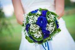 Ανθοδέσμη λουλουδιών εκμετάλλευσης νυφών. στοκ εικόνα με δικαίωμα ελεύθερης χρήσης