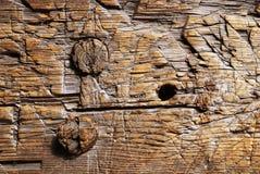 Κινηματογράφηση σε πρώτο πλάνο της ξύλινης επιφάνειας περικοπών Στοκ Φωτογραφία