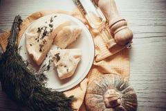 Κινηματογράφηση σε πρώτο πλάνο της πίτας τυριών στοκ εικόνες