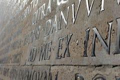 Κινηματογράφηση σε πρώτο πλάνο της Ρώμης τοίχων Pacis Augustae Ara Στοκ Εικόνες
