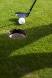 Κινηματογράφηση σε πρώτο πλάνο της τρύπας στο γκολφ Στοκ φωτογραφία με δικαίωμα ελεύθερης χρήσης