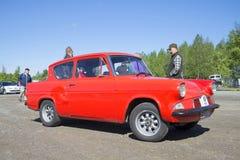 Κινηματογράφηση σε πρώτο πλάνο της Ford Anglia 105E Η παρέλαση των εκλεκτής ποιότητας αυτοκινήτων σε Kerimyaki, Φινλανδία Στοκ εικόνες με δικαίωμα ελεύθερης χρήσης