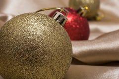 Κινηματογράφηση σε πρώτο πλάνο του διακοσμημένου χριστουγεννιάτικου δέντρου στοκ φωτογραφία με δικαίωμα ελεύθερης χρήσης