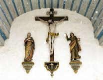 Κινηματογράφηση σε πρώτο πλάνο του μετώπου μιας μικρής παλαιάς εκκλησίας σε Gruyeres, Ελβετία Στοκ Εικόνες
