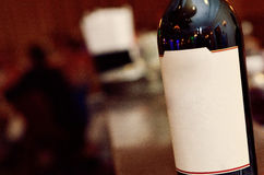 Κινηματογράφηση σε πρώτο πλάνο του μπουκαλιού κρασιού Στοκ φωτογραφία με δικαίωμα ελεύθερης χρήσης