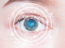 Κινηματογράφηση σε πρώτο πλάνο του μπλε ματιού της γυναίκας σχολική καθορισμένη τεχνολογία εικονιδίων εκπαίδευσης υψηλή Στοκ εικόνα με δικαίωμα ελεύθερης χρήσης