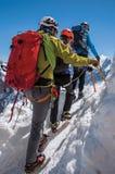 Κινηματογράφηση σε πρώτο πλάνο του ορειβάτη στις γαλλικές Άλπεις Chamonix Mont Blanc στοκ εικόνες