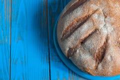 Κινηματογράφηση σε πρώτο πλάνο του παραδοσιακού ψωμιού Τοπ όψη αγροτικός Στοκ εικόνες με δικαίωμα ελεύθερης χρήσης