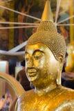Κινηματογράφηση σε πρώτο πλάνο του προσώπου και των χεριών της εικόνας του Βούδα ` s Στοκ εικόνα με δικαίωμα ελεύθερης χρήσης