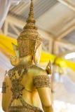 Κινηματογράφηση σε πρώτο πλάνο του προσώπου και των χεριών της εικόνας του Βούδα ` s Στοκ φωτογραφία με δικαίωμα ελεύθερης χρήσης