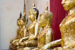 Κινηματογράφηση σε πρώτο πλάνο του προσώπου και των χεριών της εικόνας του Βούδα ` s Στοκ Εικόνα
