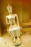 Κινηματογράφηση σε πρώτο πλάνο του χρυσού sculture του Βούδα Στοκ Φωτογραφίες