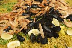 Κινηματογράφηση σε πρώτο πλάνο του paella θαλασσινών στοκ εικόνα