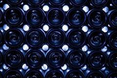 Κινηματογράφηση σε πρώτο πλάνο των διπλωμένων μπουκαλιών της σαμπάνιας στοκ εικόνα με δικαίωμα ελεύθερης χρήσης