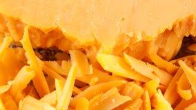 Κινηματογράφηση σε πρώτο πλάνο των κομματιών τυριών τυριού Cheddar Στοκ φωτογραφία με δικαίωμα ελεύθερης χρήσης