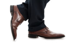 Κινηματογράφηση σε πρώτο πλάνο των κομψών παπουτσιών επιχειρησιακών ατόμων πλάγιας όψης Στοκ φωτογραφία με δικαίωμα ελεύθερης χρήσης