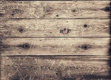 Κινηματογράφηση σε πρώτο πλάνο των παλαιών ξύλινων σανίδων στον κακό όρο Στοκ Εικόνες