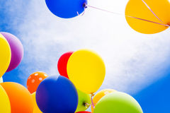 Κινηματογράφηση σε πρώτο πλάνο των πολύχρωμων μπαλονιών Στοκ Εικόνες