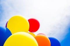 Κινηματογράφηση σε πρώτο πλάνο των πολύχρωμων μπαλονιών Στοκ Φωτογραφίες