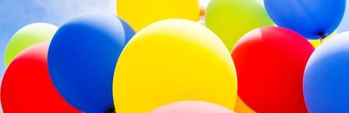 Κινηματογράφηση σε πρώτο πλάνο των πολύχρωμων μπαλονιών Στοκ Εικόνα