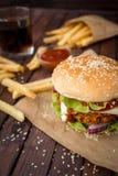 Κινηματογράφηση σε πρώτο πλάνο των σπιτικών burgers Στοκ φωτογραφία με δικαίωμα ελεύθερης χρήσης