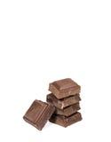 Κινηματογράφηση σε πρώτο πλάνο των συσσωρευμένων επάνω κύβων σοκολάτας Στοκ Εικόνες