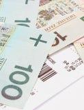 Κινηματογράφηση σε πρώτο πλάνο των χρημάτων με την παραλαβή στο άσπρο υπόβαθρο Στοκ Εικόνες