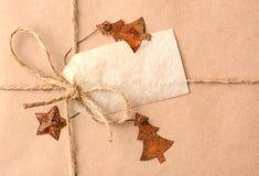 Κινηματογράφηση σε πρώτο πλάνο χριστουγεννιάτικου δώρου στοκ εικόνα με δικαίωμα ελεύθερης χρήσης