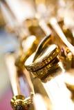 Κινηματογράφηση σε πρώτο πλάνο saxophone βαλβίδων τεμαχίων Στοκ Φωτογραφία