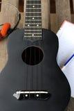 Κινηματογράφηση σε πρώτο πλάνο ukulele σε ένα ξύλινο πάτωμα Στοκ εικόνα με δικαίωμα ελεύθερης χρήσης